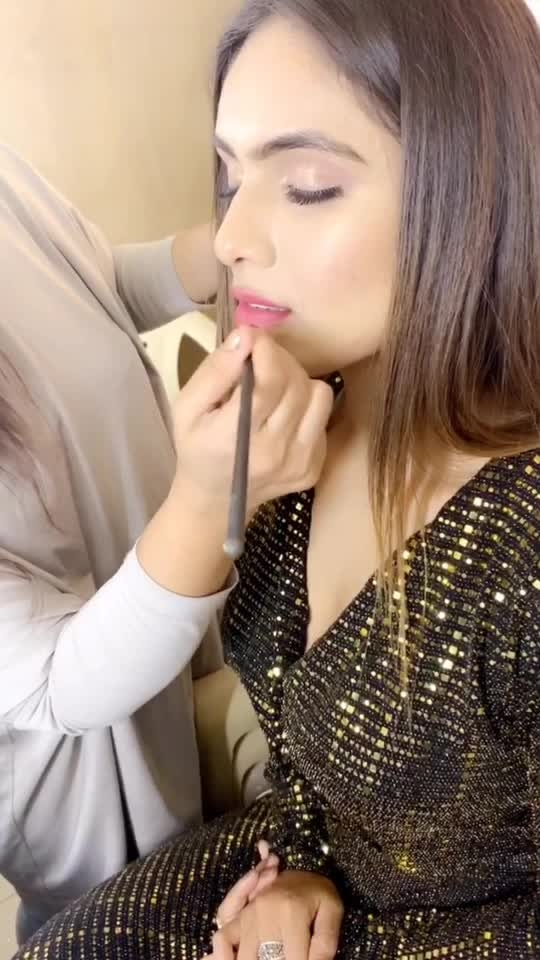 SAKHIYAAN 🌟🌟🌟 300 MILLION PLUS VIEWS SUPER SOON 🥳🤩😻💃💃💃💃 : Behind the scene of my new fashion blog shoot for @selectandyou 🤩🤩🤩 : : Outfit @selectandyou 🧚‍♀ Photography @shahbobby4 📸 Mua @makeupbysabashaikh 💄 Hair @roopsitaneja__ : :  #behindthescenes #bts #shooting #shootdiaries #blogshoot #photoshoot #shoot #fashionblog #fashionista #fashionblogger #sakhiyaangirl #merewalisardarni #sakhiyaan #selectandyou #bossbabe #boldandbeautiful  #nehamalik #model #actor #blogger #instafashion #instavideo #xoxo