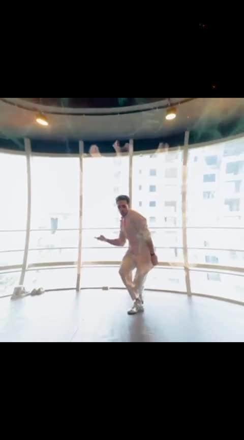 Tiger shroof best dance moves #tigershroff #roposo-dance