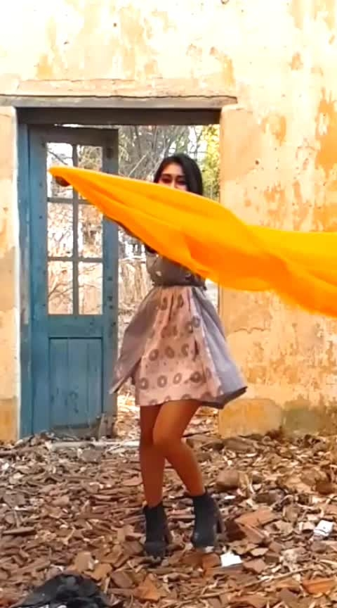 Alag duniya 💛 #slowmotion #slowmo #beautifulcolours #indowestern #ethnic #ethnicwear #btsvideos #innocence #roposofasion #be-fashionable