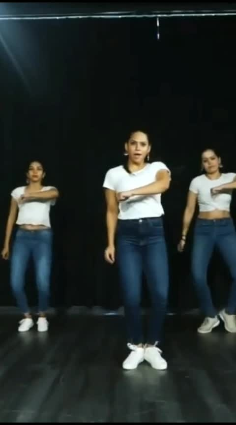 #inaankhokimastikmastanehajarohai #roposo-bollywood #bollywooddance #bollywoodsong #roposoacting #roposo-dance #featurethisvideo #dramaqueen #expressionqueen