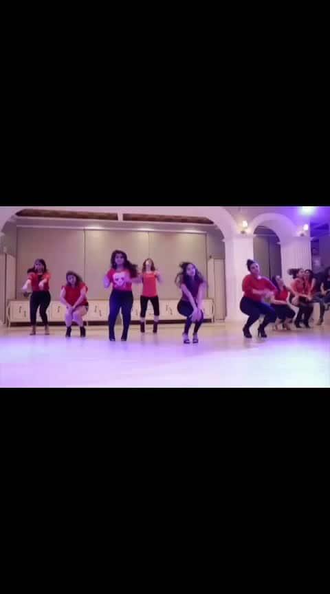 Red ladies ♥️ Song @arianagrande #breakupwithyourgirlfriend  Choreography @devanshi.antifactory