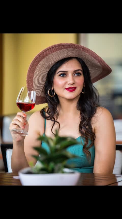When you gotta pose with Red Wine but get to drink Cranberry juice!  Wearing @forevernew_india  For @inorbitcyberabad  Makeup and hair @envisalonspa  Clicked by @theraastastudios  #model #fashionblogger #summershopping #summerwardrobe #summerfashion #sexytops #wine #hat #bestfashionbloggers #indianblog #indianfashionblogger #besthyderabadblogger #bestindianfashionblogger #bestfashionoutfit #ootd #beauty