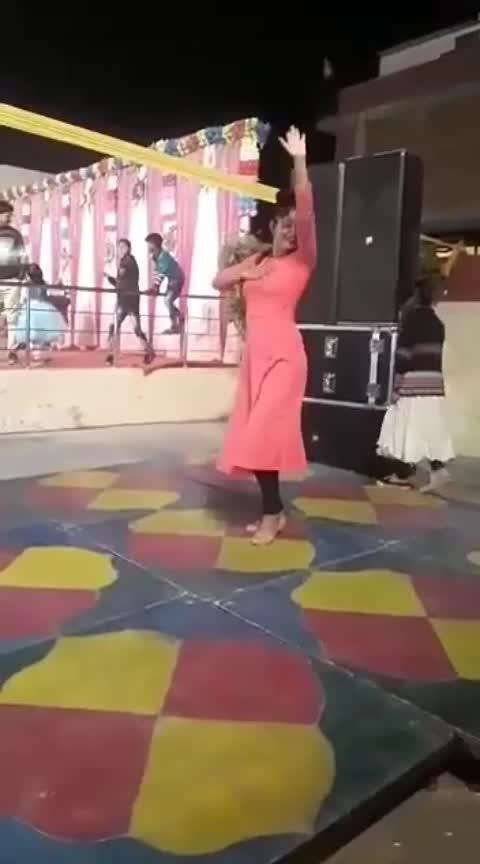 kesa lga aapko ye dance.... 🤗🤗🤗🤗🤗 #roposodance #roposo-beats #beatschannel #roposo-dancer #how-romantic  #goodeveningeveryone