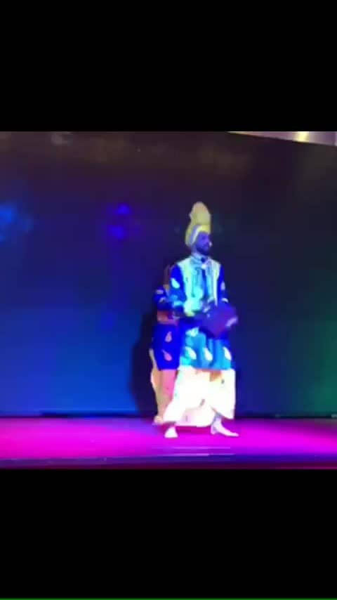 Harsar bhangra in italy perform in one composition