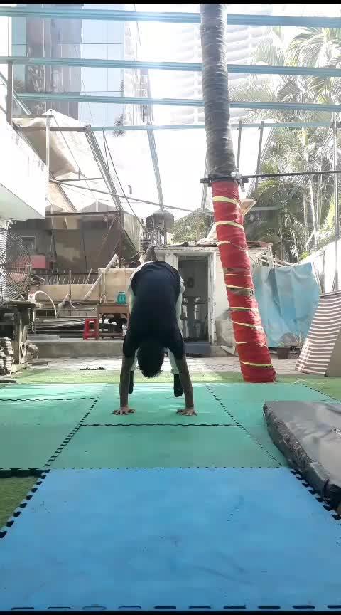 #handstand #morning #calisthenics #strength #gymnastic #acrobatics #work-out  #roposo @roposocontests @roposotalks @roposotutorial