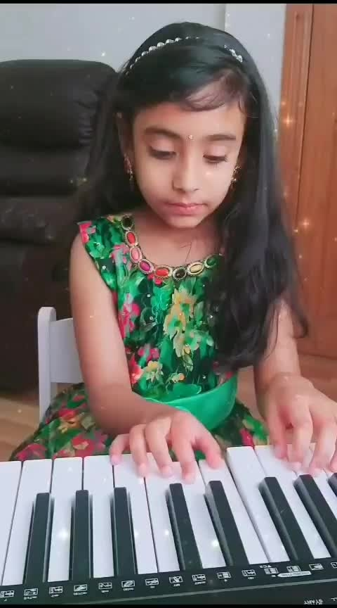 part 1 :5yrold wishing superstar #maheshbabu  and team by playing #chotichotibaatein #chotichotibaateinsong ❤ #dsp #mahesh-babu #maheshbabufans #laasya #littlegirl #girlslikeyou #roposoness #roposostar #roposotv #pianolove #childprodigy #littlemaestro