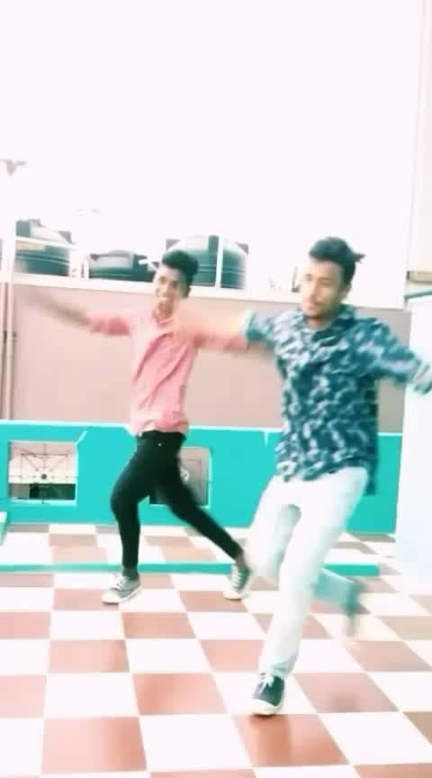 Dance love! . . . . . . . . 💃💃💃💃💃💃💃💃💃💃💃💃💃 . . . . ............................................................ #roposoness  #roposodancer  #roposodancing  #roposodance #dance #vijay #ilayathalapathy #tamil #prabhudeva #prabhudevadance  #song #roposo-beats #beatschannel #nayanthara #vishal #love #sathyam