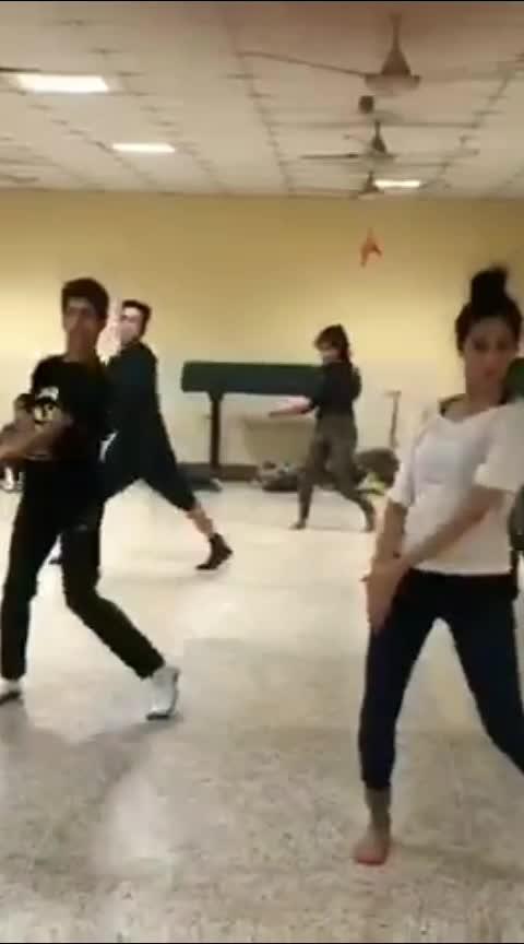 #human #danceroutine #jazz #choreography #roposo-dancer #danceworx #bb #lovefordance #dance #roposo-dance #foryou #foryourpage #4u #roponess #roposo #-india #love #ropo-ropo