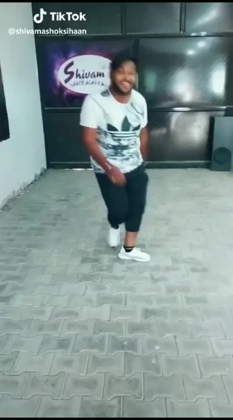 #tik-tok #funny #roposo-dance #rops-style #featureme #best-song #roposo-soulful-quotes