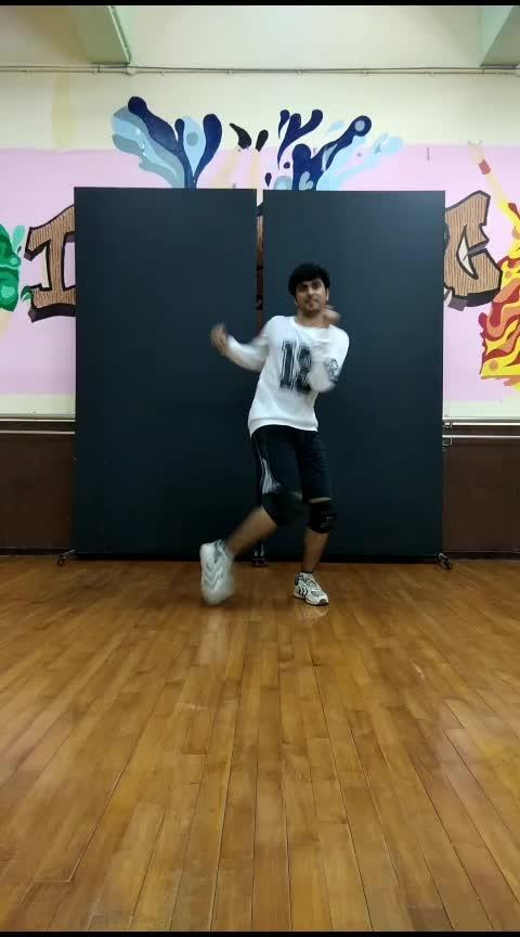 Song - Naina Da Kya Kasoor. Enjoy my dance routine on it 😁😁  #hiphop #dance #roposo-dance #dancingmoves #nainadakyakasoor #andhadhun #housedance #shuffle #toprock #tuttingdance #dancevideo #dancepractice #best-dance #roposo-video #videooftheday #videooftheweek #practice #roposo-dancer #roposo-dancers #dancerslife