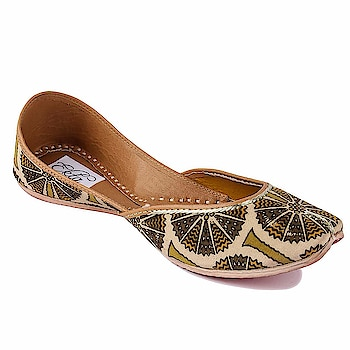 Ekta Women Handcrafted kalamkari print juttis For Girls  Rs:  1,416  The provided juti is designed by making use of finest quality leather and handloom material under the direction of our skilled professionals. these handmade juttis feature traditional embroidery on the body.   https://amzn.to/2IgnSi9