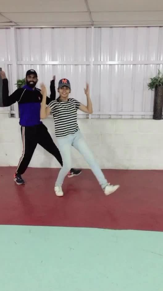 Haira haira hairappa 💃🕺🏻❤️😍 #favsong #arrehman #roposo-dance #roposo-dancer #roposo-tamil #roposo-style #manibhai #cbe #coimbatore