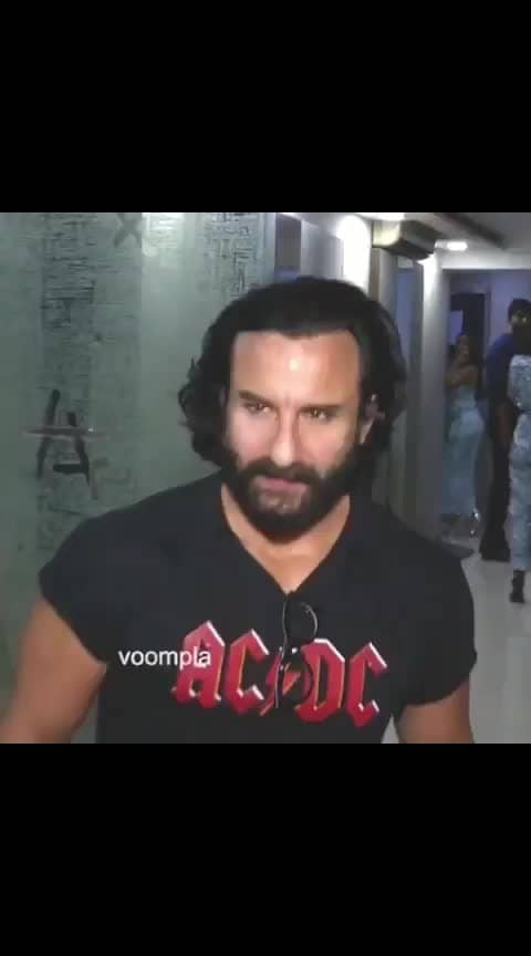 That 90's waala handsome vibe coming through here 😍😍 Saifoo did a supppaaa quick posing sesh for the cams as he arrived at a friend's place for a house partayyyy ❤️❤️ #bollywood  #saifalikhan   #bollywoodstyle  #bollywoodfashion  #mumbaidiaries  #delhidiaries  #indianactress  #bollywoodactress  #bollywoodactresses #ananyapanday #tarasutaria #tigershroff #soty2 #karanjohar #love #saifalikhanpataudi #saifalikhan