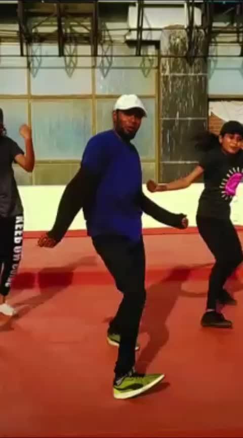 #hiphop #hiphopdance #manjal #veyil #hiphopnation #oldschool #moves #roposoers #roposodance #roposotamil #roposoindia #kamalhassan #jothika #harrisjayarajmusical #1millionaudition #1millionauditionindia