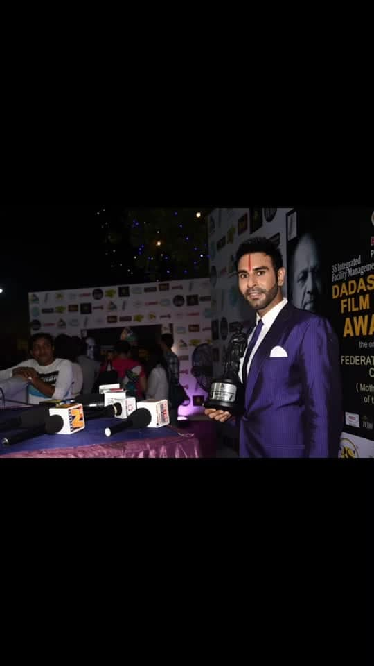 This award feels truly very very special... Dadasaheb Phalke Award... for setting the trend of International Latin and ballroom dancing In India.. @dpiff_official #dadasahebphalke #dadasahebphalkeaward #dadasahebphalkeawards #danceawards #danceteacher #awards #special #prestigious #dressedup @moremischiefinc #purple #purplesuit #suit #dance #dancer #choreography #choreographer #sandipsoparrkar #actor #bollywoodstylefile #bollywood #hollywood