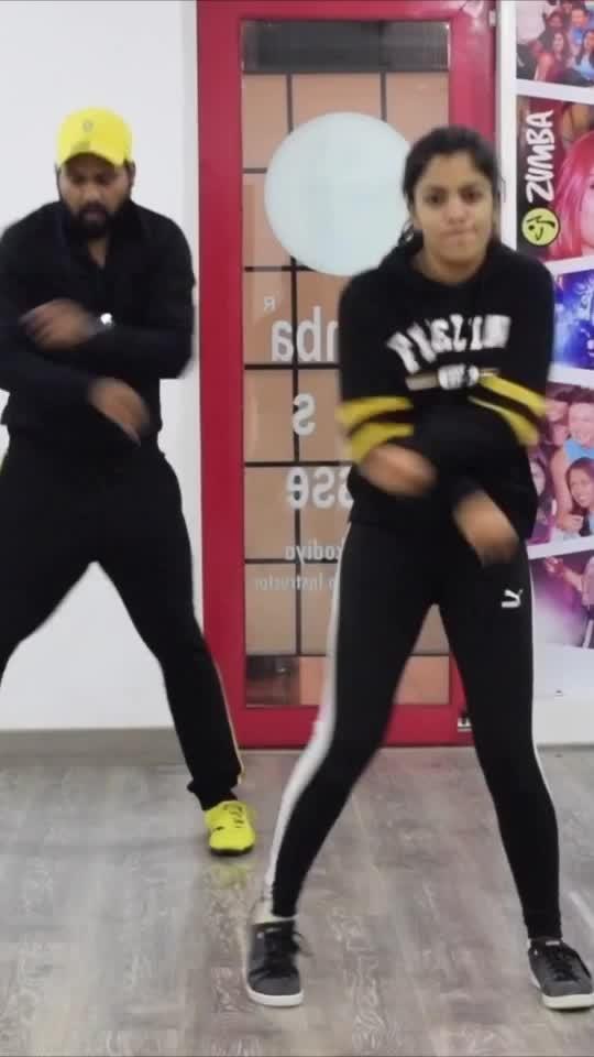 Aaja doob jao Teri aankhon ke ocean🌊 mai Slowwww motion mai 🤩  Song : #slowmotion by @shekharravjiani @vishaldadlani ft. @nakash_aziz @shreyaghoshal  Choreography : @vijay_akodiya . . . . . #bharat #bharatmovie #dance #dancer #choreography #choreographer #bollywood #bollyshake #hiphop #hiphopdance #salmankhan #dishapatni #vijayakodiya #slow #motion