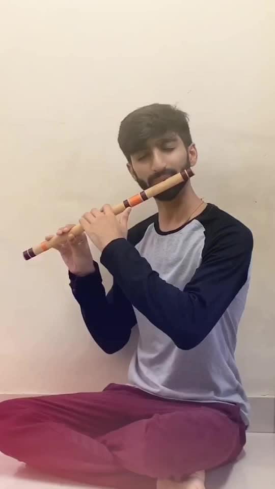 Abhi mujhme kahin... Flute/Bansuri cover #flute #flutist #flautist #raaga #fluteplayer #musicislife #classicalmusic #musician #artist #indianmusic #bansuri #cover #flutecover #music #love #song #songs #coversong #india #agneepath #abhimujhmeinkahin #hrithikroshan #sanjaydutt #bollywood #sonunigam #explore