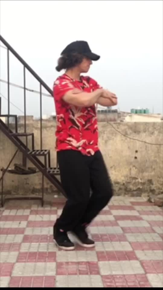 Classic man dance video #roposo-dancer #artist #dance #dancelife #roposo #create #cool #choreography #foryou #like #great #amazing #fun
