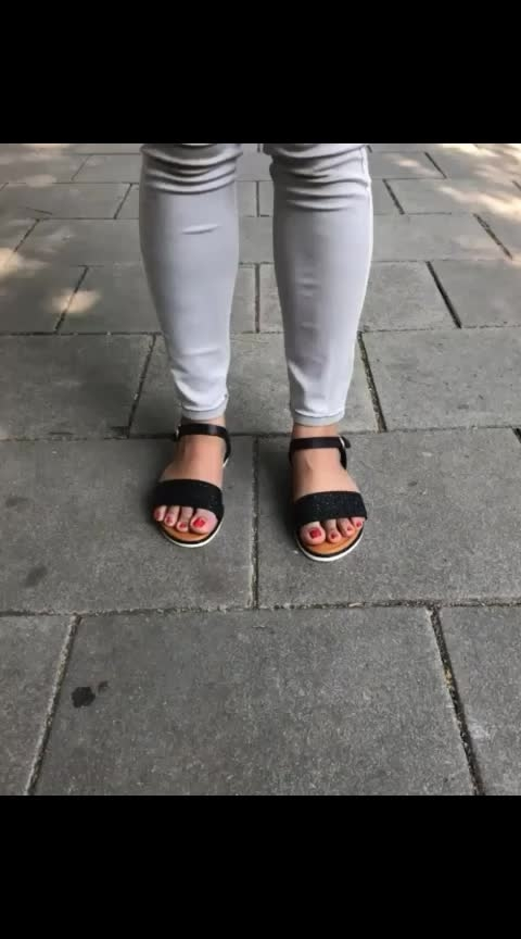 Sandals and summer are in the most committed relationship 👡🌄  . . .  #INTOTOs #globaltrends #fashionforall #trending #womenswear #dailyfashion #daylook #trendy #brandshop #everyday #collegewear #trends #black #casualshoes #blackshoes #flats #sandals #tuesdayshoesday #casualwear