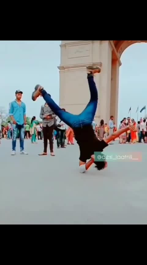 kya stunt h.... nice 😎😎👍👍 #bikestunts #roposohunts #ropososuperdance #indiagatedelhi #ilikeit #roposo_wow