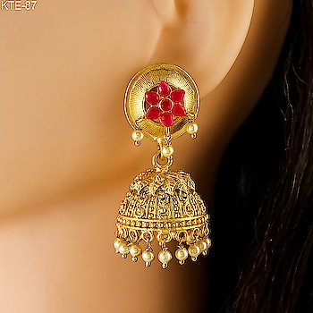 Our Ethnic collection of Matte golden earrings is on. Hurry Up! Grab it now. To see more designs click on this link: https://bit.ly/2vkib9I . . . . . . . . . . . . . . #earrings  #traditionalearrings  #ethnicearrings  #matteearrings  #traditionalearrings  #artificialjewellery  #goldenearrings  #jhumki  #jumki  #jewellery  #jewellerylove  #fashionjewellery  #fashion  #indianjewellery  #studentoftheyear2  #AnuradhaArtJewellery