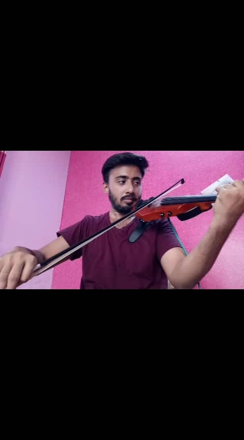 En Jeevan from the movie Theri 🎻🎻❤❤ #music #violincover #roposo #musiclove #tamilsong #samanthaakkineni #thalapthy-vijay #violinist #songs