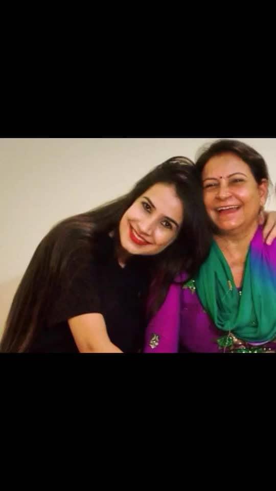 मेरी दुनिया में इतनी जो शोहरत है, मेरी माँ की बदोलत है.. Happy Mother's Day Maa #mothersday #ma #maa #mumma #mum #mummy #mommyandme #mommy #love #unbreakablebond #mymom #mom #celebrate #thisday #12may2019 #speicalday #allthemoms #instafestival #instacelebrate #hugs #kisses #loveisintheair #loveyou #loveyoymaa #blessedme #blessedchild