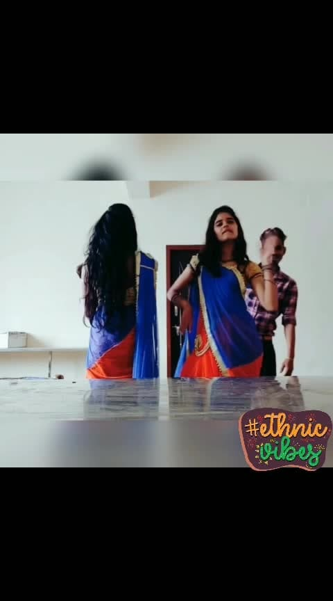 #itsshowtime #show #fun #roposo_dance #roposodancer #roposodancing #dancerlife #roposo_beats #beats #prabhudeva #kamalhassan