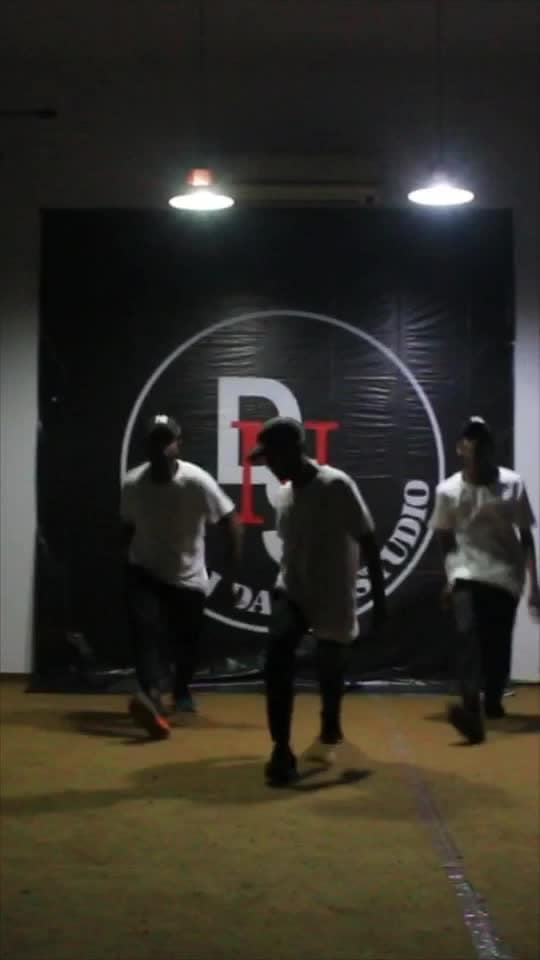 Gully gang gully gang dace video #yogeshyadav #divine #rapsong #coke #mubai #delhi #india #roposo #artist