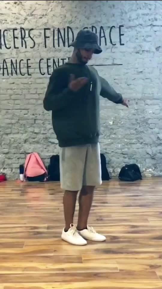 #dance #roposo-dance #usher #roposo #dancevideo