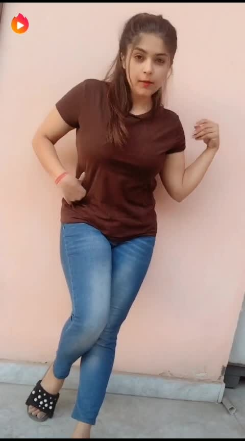 Salame ishq❤️ #asalameishq #salamvalequm #song #love #lovesong #girl #hot #hotness #roposohot #beautiful #hotgirl #attitude #tshirt #jeans #brunette #white #randomania #roposorandoms #ropossorandoms