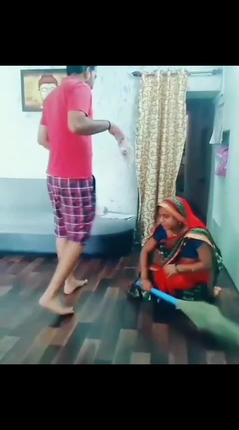 money ke lie kuch bhi matlab 😅😅😅😅 #patipatnijokes #money_is_always_ultimate #wife-husband-very-funny-video #haha-tv #roposo-funny-comedy #hasterahoindia