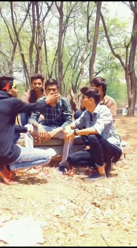 ye kalie ko dekho😂 #roposo  #masti  #funny  #friends  #foryou #hahachannel #beats #comedychannel