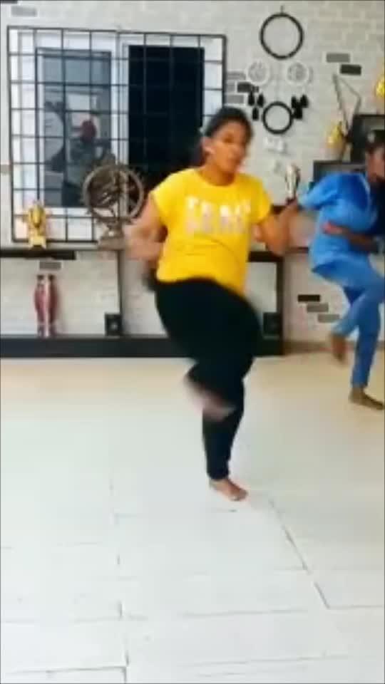 Potuthaakku #reshmarangasamy #reshma #raisingstar  #roposo #roposotamil #pottuthaaku #simbu #roposoraisingstar #coimbatore #tamilsong #dance #roposodance #dancer