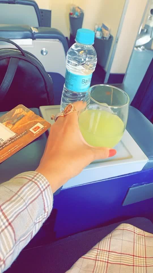 I love travelling but hate early morning flight 🙈🙈🙈 : #workmode #busylife #travelling #travelphotography #inflightselfie #inflight #travelblogger #travelgram #travelholic #spicejet #spicejetmax #spicemax #businessclass #luxurylifestyle #luxury #luxurytravel #travelwithnehamalik #sakhiyaangirl #merewalisardarni #nehamalik #model #actor #blogger #instalike #instagood