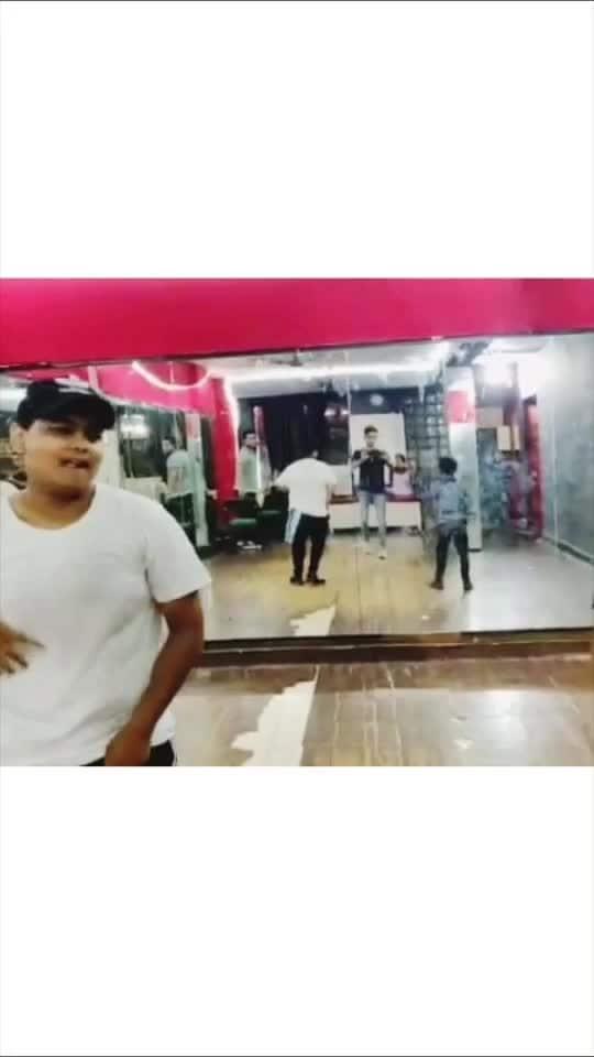SAKHIYAAN - Dance Class Routine  He is such a talented kid, he learn this choreography in just 25min.🔥🙌🏻🙌🏻💯💯💗 #dance #roposo-dance #roposo-dancer #dancerslife #roposo-talent #maninderbuttar #sakhiyaan #risingstar #risingstarschannel #viralvideo #danceclass