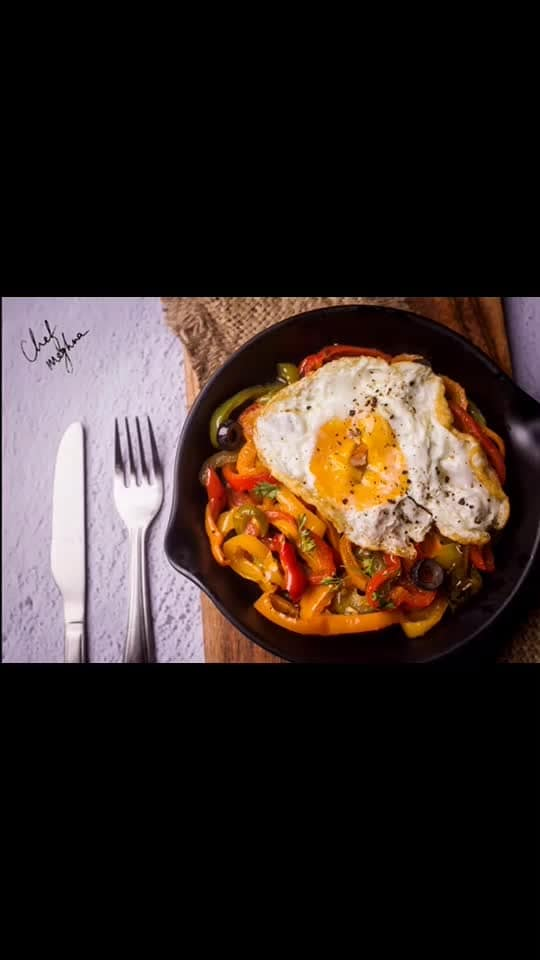 Add this simple healthy dish to your any time eating. Sunny side up egg on the bed of sliced capsicums. Capsicums are cooked just a bit in few drops of oil. Method: Heat a pan, add few drops of oil and add garlic, mildly saute it. Add salt, pepper and herbs. I like my bell peppers crunchy so no over-cooked capsicums please. If you don't eat eggs than u can eat this as a vegetable else in another pan make sunny side up and place it on the bed of the sliced capsicums vegetable. Let the half cooked egg yolk spread all over capsicums. Trust me it's a blast of flavors and textures in the mouth. One egg yolk should be ok for a day.. You could also eat this on a toast.. enjoy.💋💋💋 Love M . . . . #ChefMeghna #healthyfood #healthyfood #bellpeppers #simplefood #egg #indianfoodblogger #indianfoodblogger #diet #watchwhatyoueat #eat #eating #healthfreak #healthyeating #hautecuisines #indianfoodbloggers #hungrytv #foodiesofindia #foodies #foodie #postworkoutmeal #MeghnaCooks