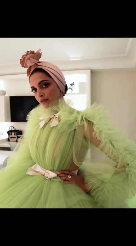 #dipikapadukone #luxurydesign #western-dress #lukingbeautiful #roposo-rockzz