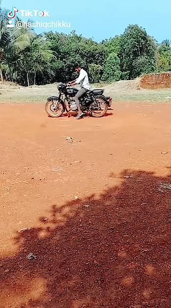 #bulletlovers #royalenfieldbullet #royalenfieldindia #royalenfiel350 #royalenfield #bike_stunt #bikelife #royalty #biker