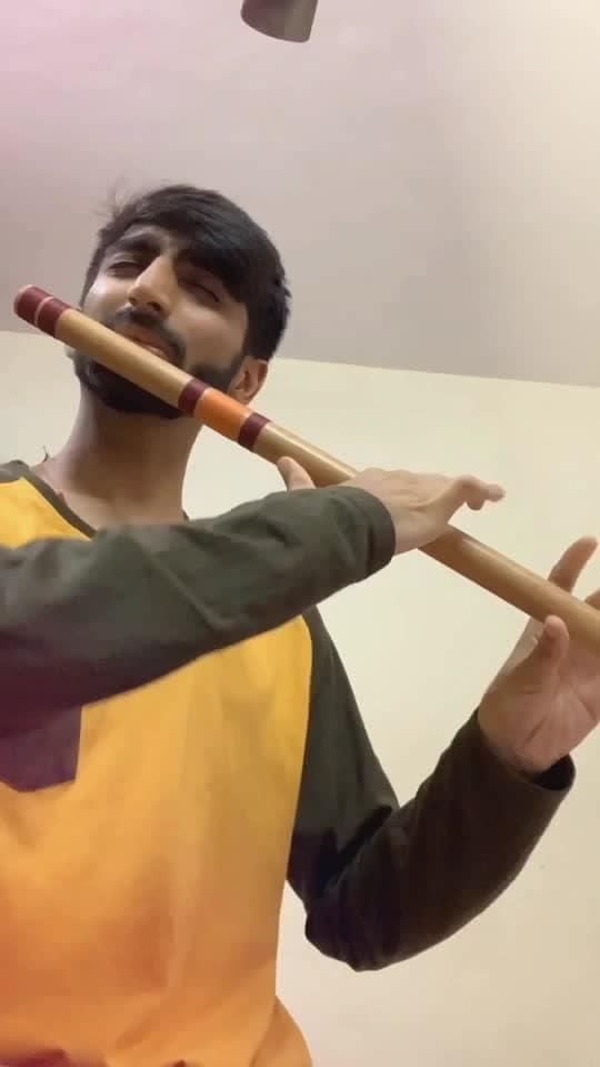 Morning tune based on Raag Bhupali✨  #flute #flutist #flautist #raaga #fluteplayer #flutelife #musicislife #classicalmusic #instamusic #musician #artist #indianmusic #bansuri #cover #flutecover #music #love #song #songs #instagram #coversong #india #krishna #bollywood #goodmorning