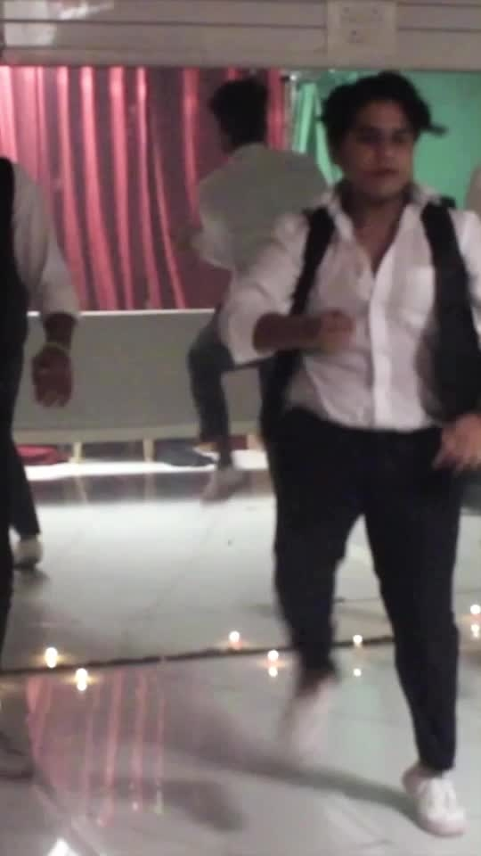Don't Let Me Down - #chainsmokers #dance #roposo-dance #roposo-dancer #dancerslife #dontletmedown #newvideo #dancevideo #roposo-rising #risingstar #risingstaronroposo #viralvideo #danceclass #summercamp