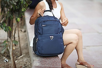 STAR Laptop Bag 30 L Stylish Casual Waterproof Laptop Backpack/Office Bag/College Bag/Business Bag/Unisex Travel Backpack USB Charging Breathable Cushion Back with Shoulder Shocker Rs. 1399  Click here to buy : https://amzn.to/2LZboNS