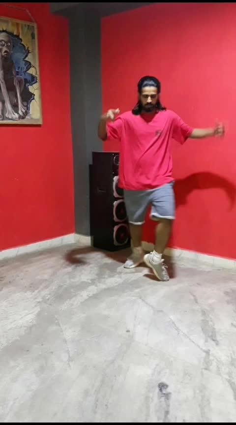 Legs Movements On Violin 🎻🤟✌🏼 #legmoves #roposo #roposodance #popping #poppingdance #hiphop #hiphopdance #roposo-dancers #dancersofindia #justdance #dancefever #dance #glide #apkinazronneamjha @roposocontests @roposod1