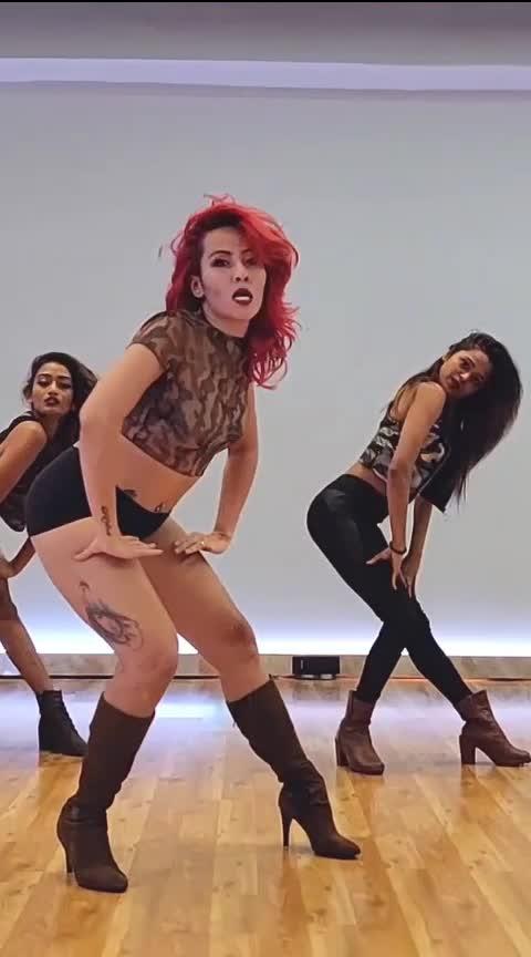 catch #svetanakanwar bringing the MJ fire on heel in the latest video!! #thebomsquad #mj #michealjackson #heels #jazzchoreography