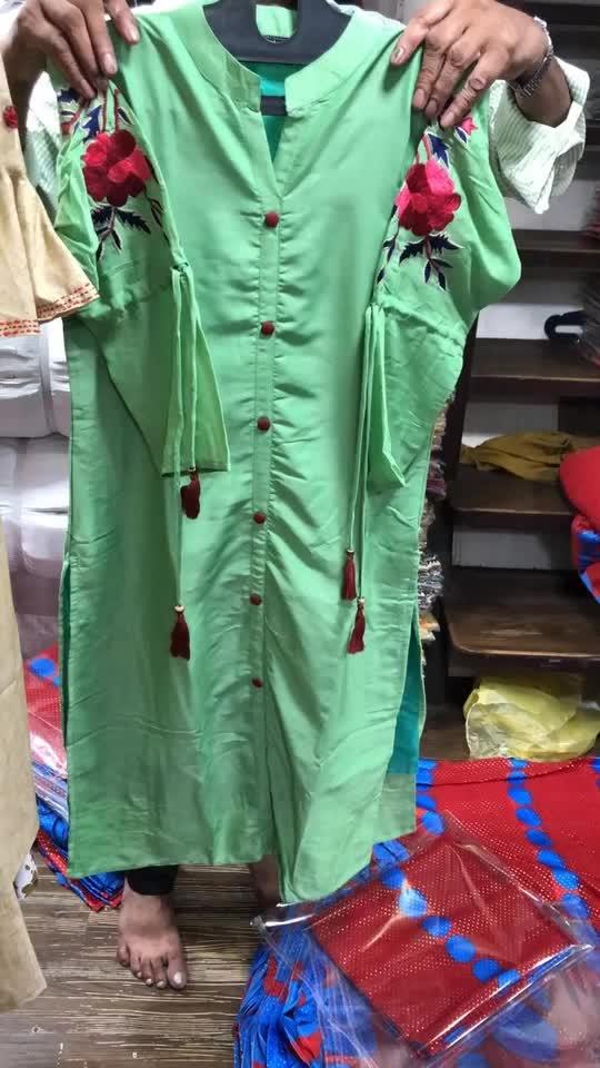 Maslin kurta with work on sleeves Size:L xl xxl xxxl Rate:899/-