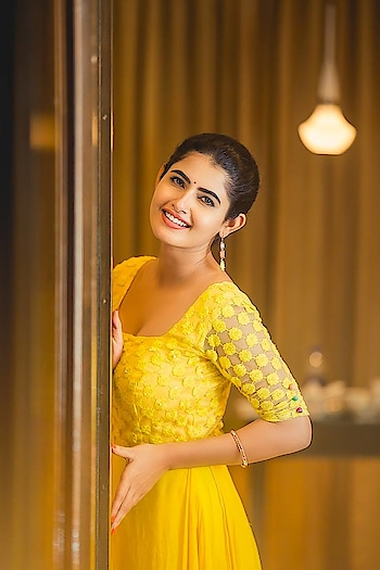 Ashima Narwal ‏#ashimanarwal #southindianactress #tollywoodactress #teluguactress #tamilactress #indianactress #southactress #yellowdress #yellowgown #bridesmaids #indianbeauty #beautifulgirl #beautifulactress #fashion #indianfashion #yellow