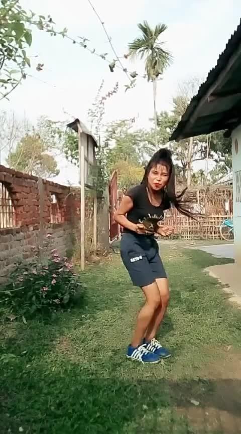 #hiphopdance #bollywoodsong #naach #indaingirl #assamgirl #teamdoli#dolidas #dolidance#roposostar #worlddanceday #hiphopdance #staroftheweek #staroftheday Roposo Roposo @roposocontests @roposotalks Krishna Manisha #danceindiadance #vele #studentoftheyear2 #studentoftheyear #varundhawan
