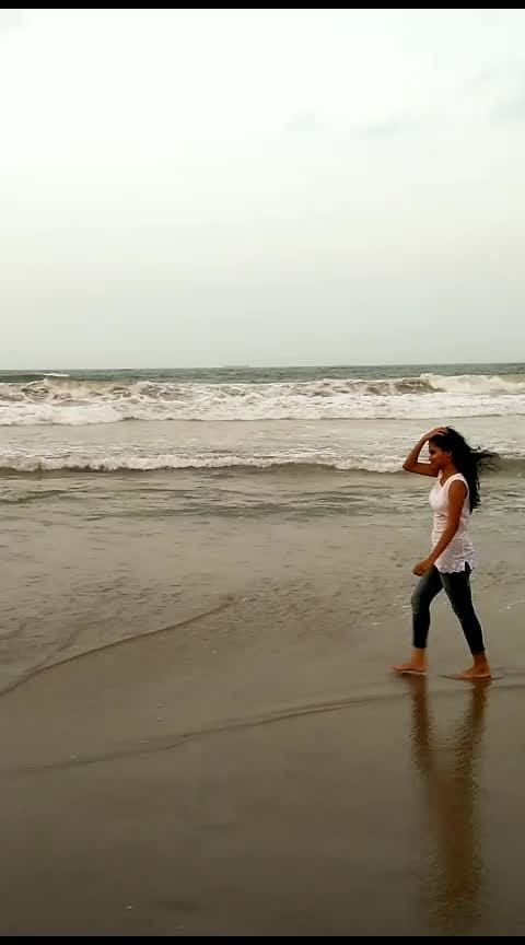 love beach❤️ #beach #beachvibes #beachlife #harikachevuri #karigeloga #arya2 #arya2 #vizag #roposo #roposostar #risingstar #roposocontest