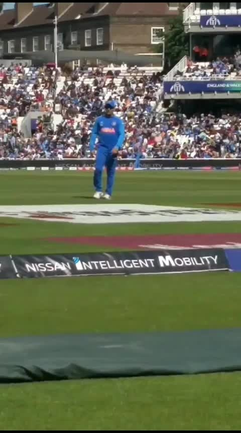 Rare occasion, @msdhoni fielding in deep and crowd loved it. #CWC19 #INDvNZ #India #BCCI #Dhoni