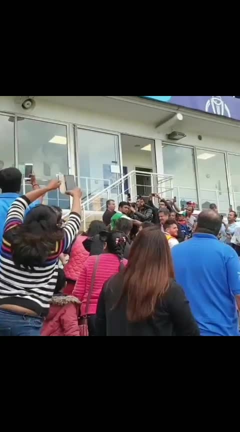 Goosebumps Guaranteed!💙 That Moment when MS Dhoni walked out to bat at Oval!🇮🇳 Video Courtesy : Venkat S #DhoniAtCWC19 #INDvNZ #CWC19